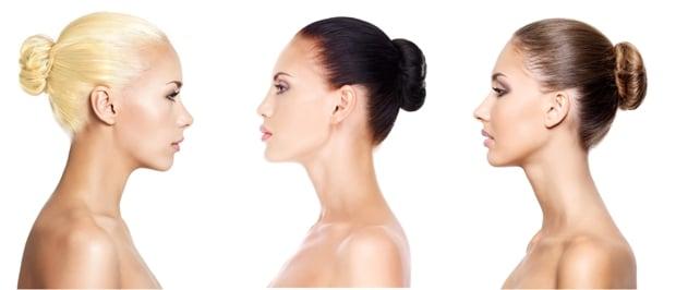 Kolme eri suuntaan katsovaa naista profiilikuvana. Erot ovat ilmeiset.